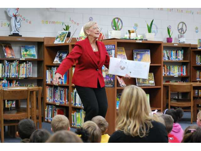First Lady of Georgia reads to Auburn Elementary