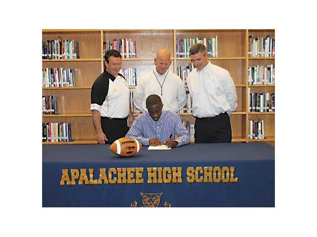 Record-setting Smith inks with Reinhardt