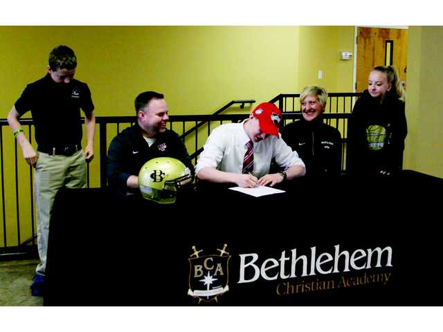 Kamm puts pen to paper for Valdosta