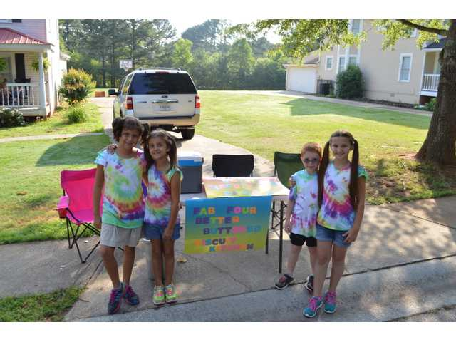 Auburn siblings open breakfast stand outside home