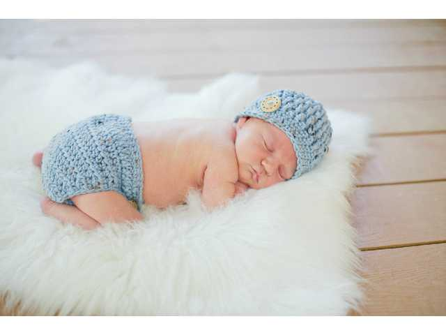 Tate Thomas MacNew born to parents Tiffany and Brian of Auburn