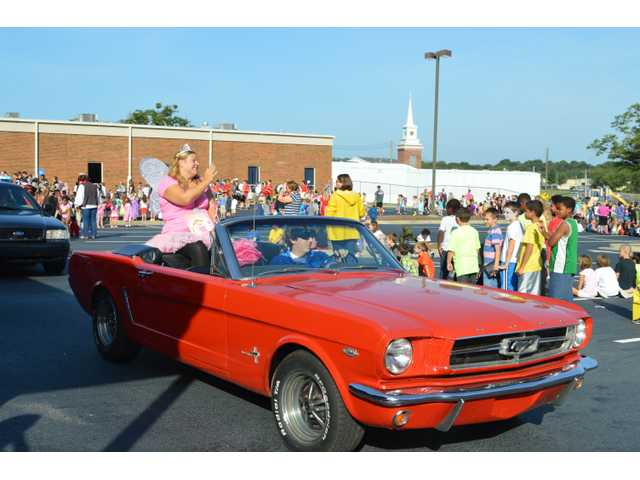 Holsenbeck holds annual character parade