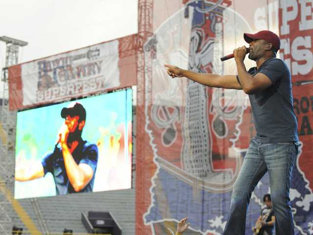 Darius Rucker rides 'Wagon Wheel' to the top of the charts