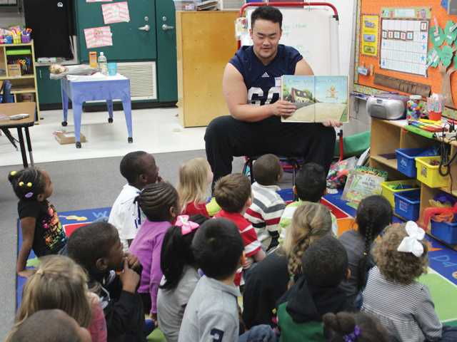 Eagles take part in Real Men Read Day