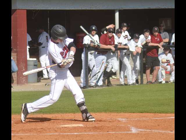 Mustangs rally to extend winning streak