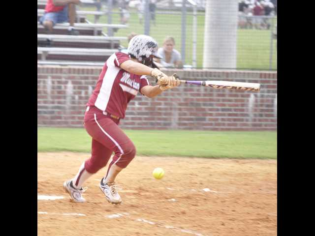 Sapp, Lady Mustangs roll in opener