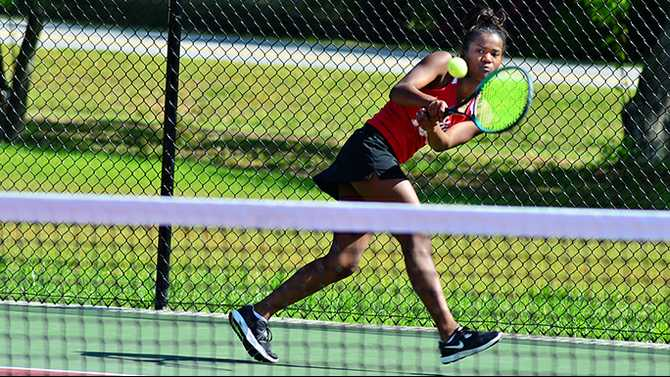 Rockdale tennis sweeps into 16