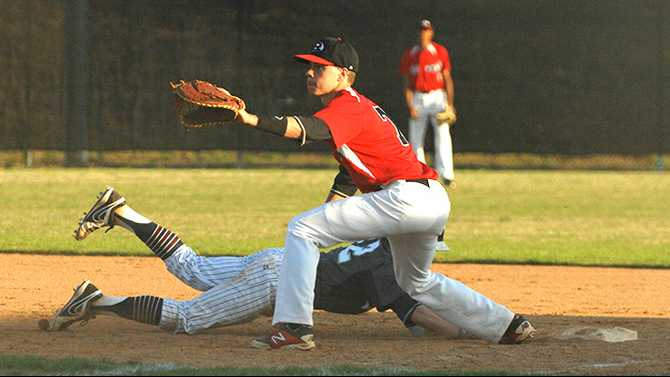 Bulldogs baseball get past Luella