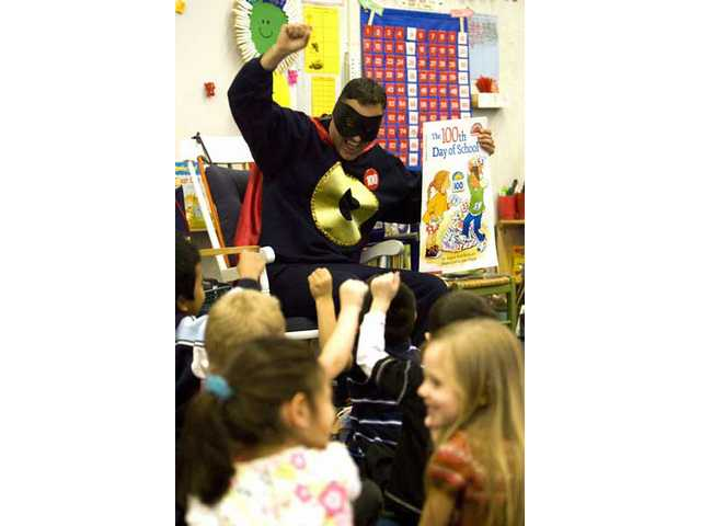 Mountain View kindergarten kids get a visit from Zero the Hero during 100th day of school