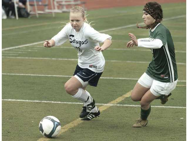Foothill League Girls Soccer: Cents break out