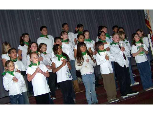 Mint Canyon chorus welcomes author