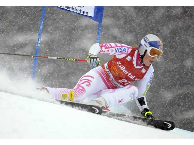 Vonn crashes, will still ski for overall World Cup title