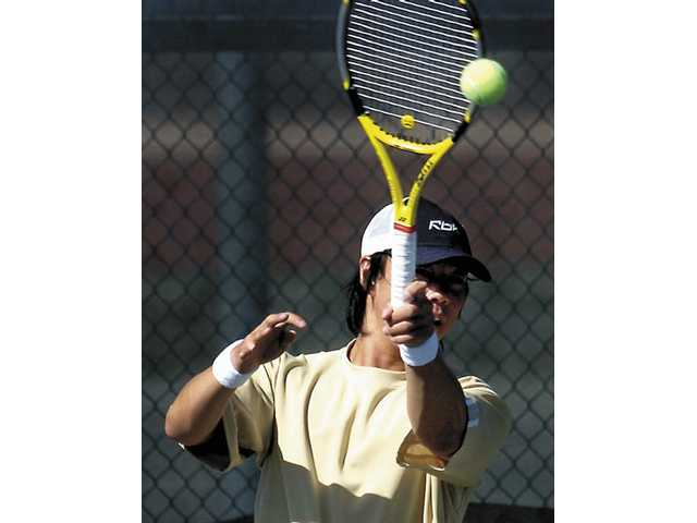 Valencia tennis blows Hart down