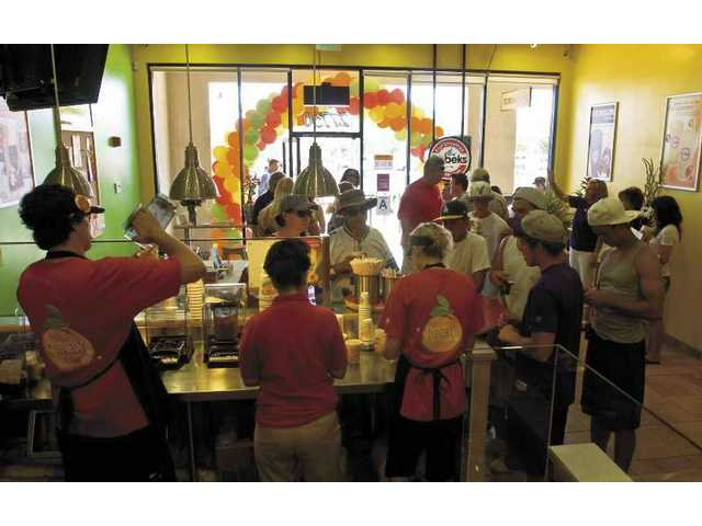 New Robek's location throws grand opening