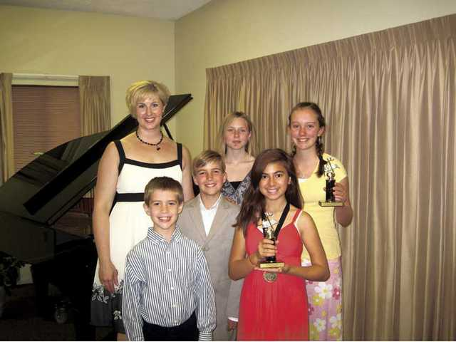 Students invited to honors piano recital