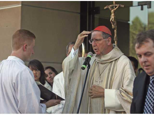 Congregants fill new sanctuary