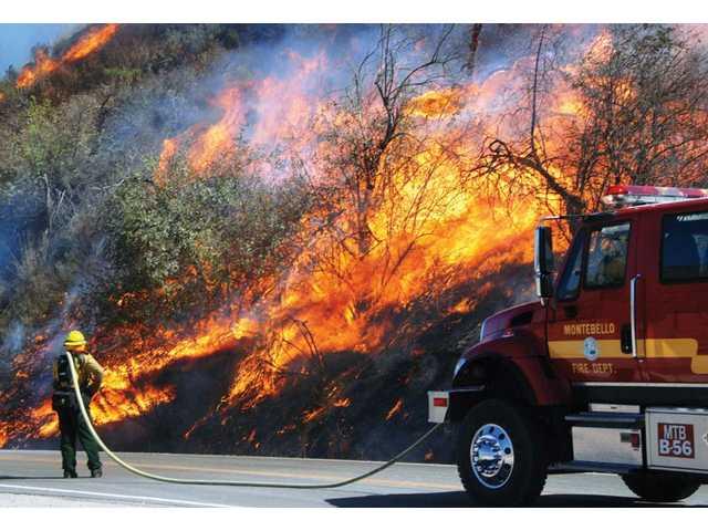 Santa Anas drive Ventura County blaze