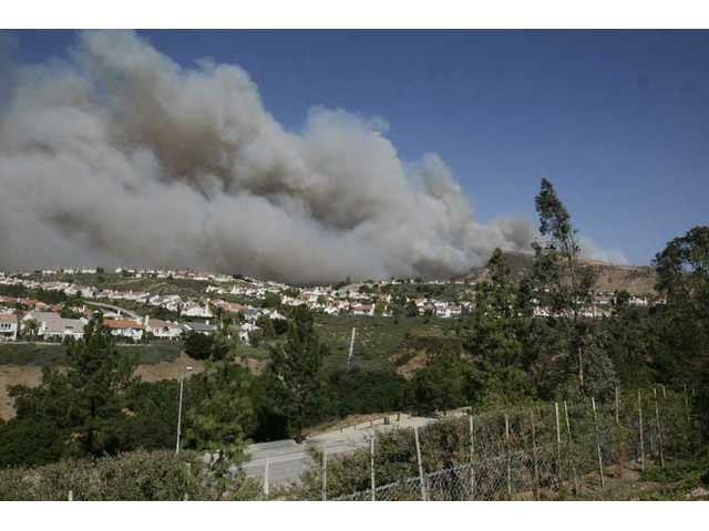 UPDATED: Fire in Porter Ranch burns away from SCV