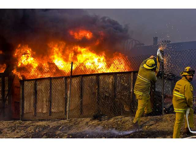 UPDATED: Wildfire threat to SCV diminishes