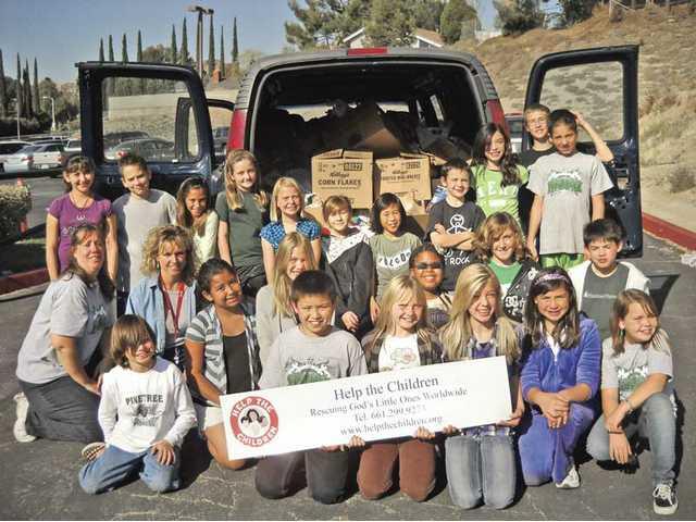 Kids donate to food drive