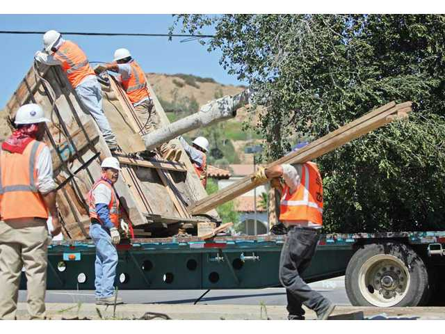 Oakridge and Senna help landscape Castaic roundabout
