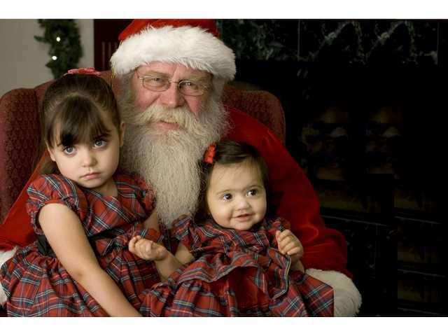Take free photos with Santa on Dec. 14