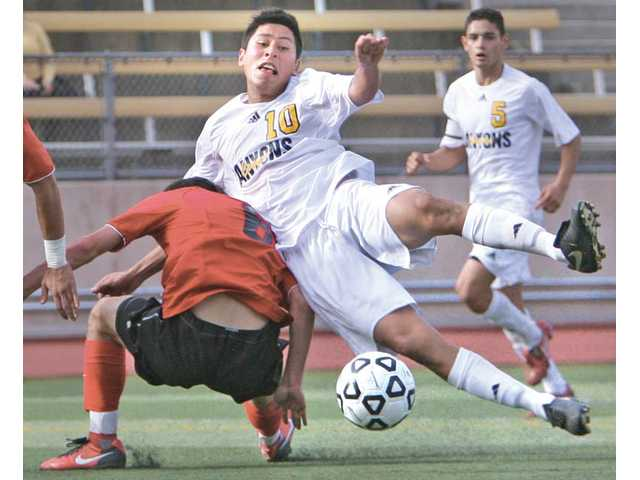 Men's soccer: Cougars continue unlikely run
