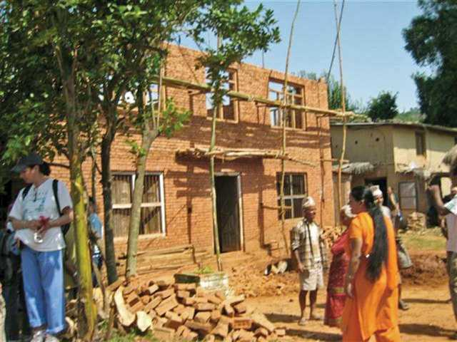Valencia pair builds homes in Nepal
