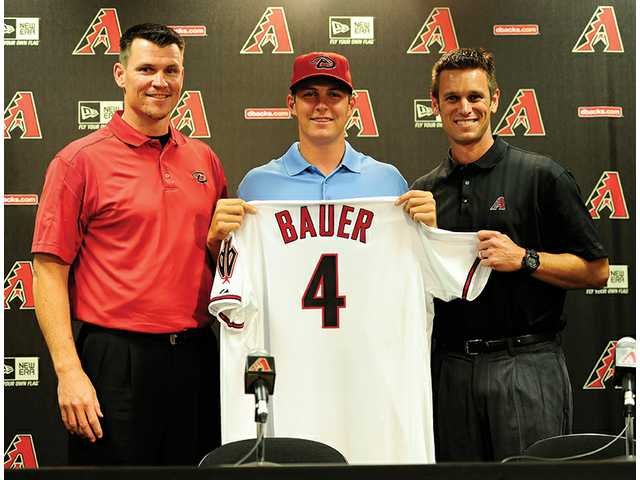 MLB: Bauer signs