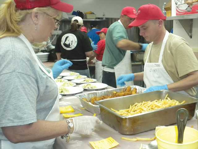 Fish fry 'hooks' crowds, workers