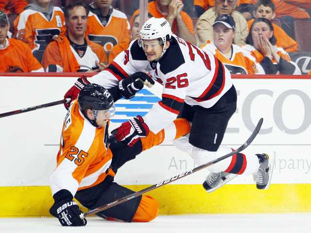 NHL: Devils headed home with split