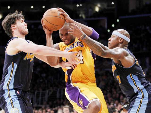 NBA: Lakers fend off Nuggets to go up 2-0