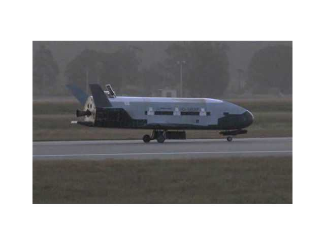 Unmanned Air Force space plane lands in Calif.