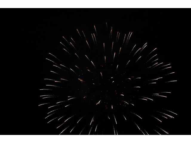SCV enjoys Fourth fireworks at Westfield Valencia Town Center
