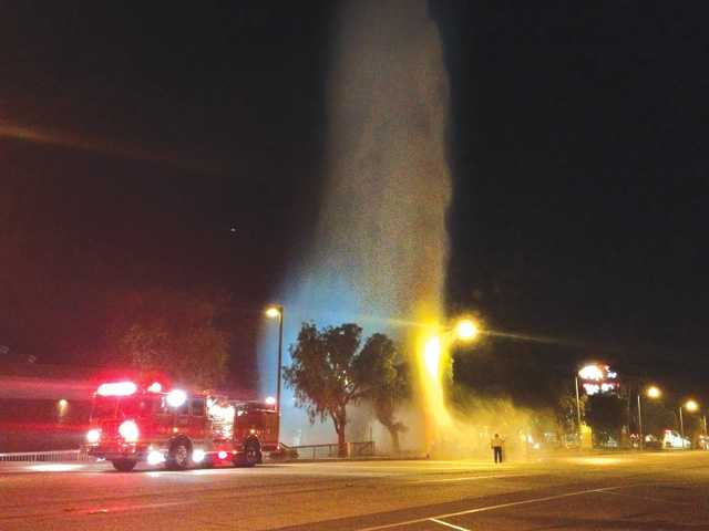 Ruptured hydrant dampens Castaic