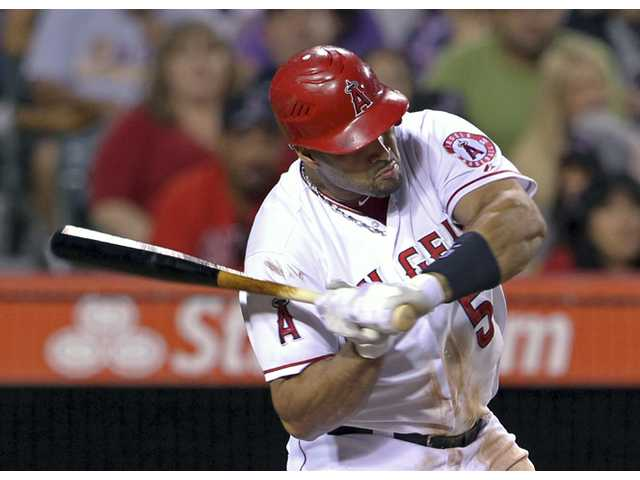 MLB: Smith, Cain lead Royals over Angels 4-1