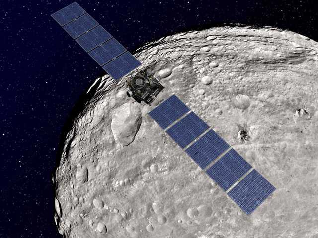 NASA Dawn spacecraft traveling to dwarf planet