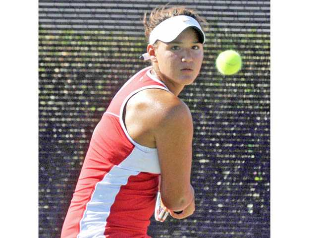 Foothill tennis: Dominant debut