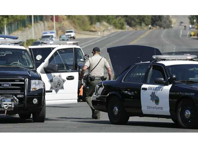 2 sheriff's deputies, suspect shot near San Diego