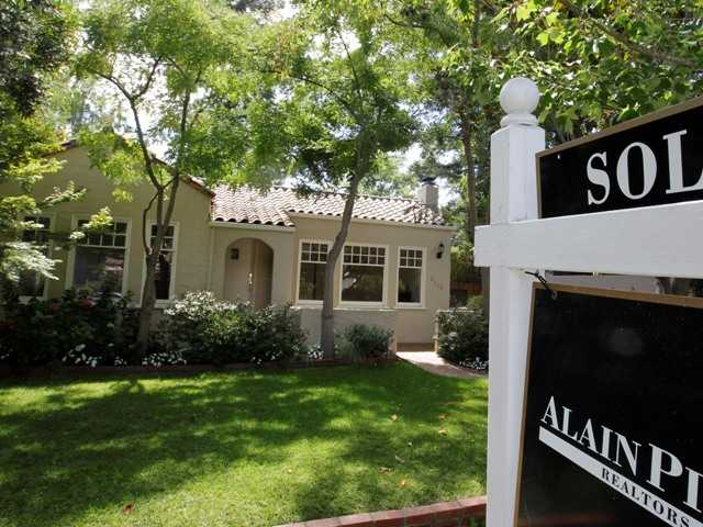 New US home sales edged down 0.3 percent in August