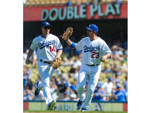 MLB: Dodgers win 5th in row, stay in NL wild-card race