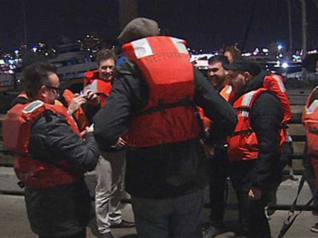 22 saved from sinking boat in San Francisco Bay