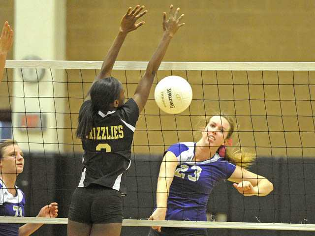 Foothill volleyball: Vikes work for sweep
