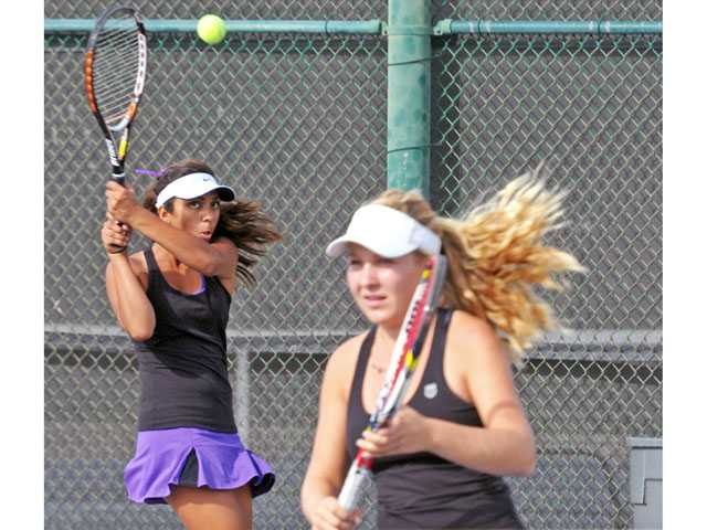 CIF playoff tennis: Vikes move on with ease