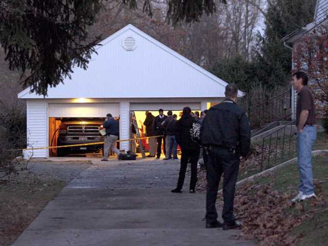 Murder-suicide eyed in deaths of 5 in Ohio garage 