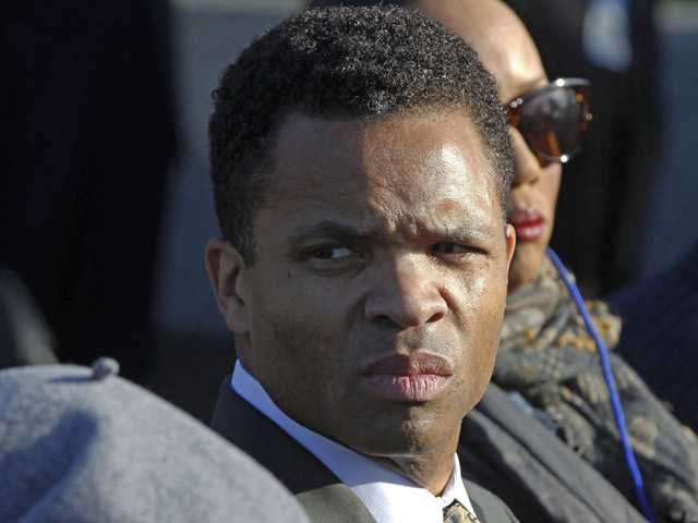 Rep. Jesse Jackson Jr. leaves Mayo Clinic