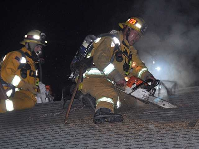 UPDATE: Firefighters douse blaze in Canyon Country apartment