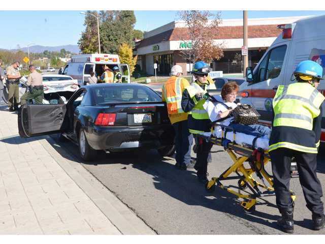 Crash injures at least two in Valencia
