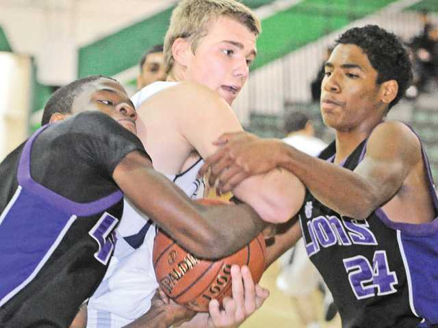 Prep basketball: Saugus can still play D