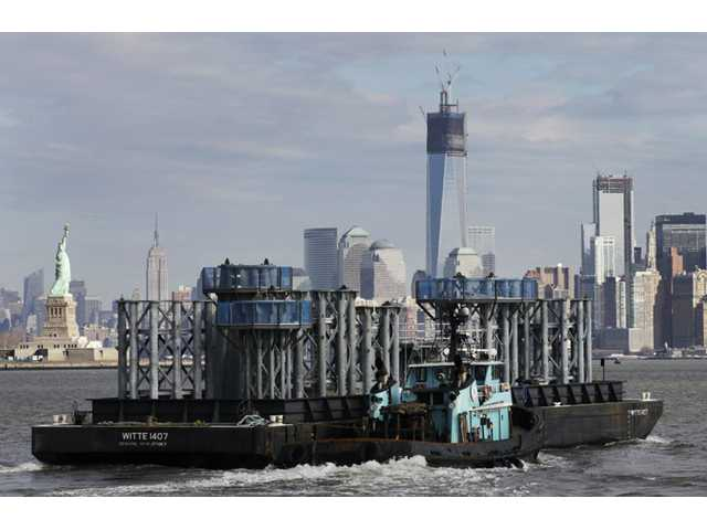 Spire for One World Trade Center arrives in NYC 